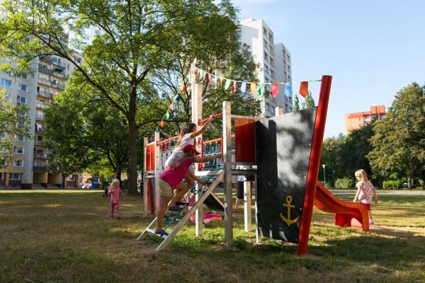 Díky projektu Zelená Porubě vzniklo letos například hřiště na ulici Jana Šoupala