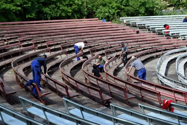 Areál Letního kina Amfi se připravuje na promítání po dvaadvaceti letech