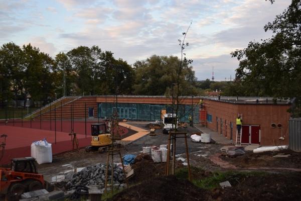 Stavba komunitního centra v říjnu 2018